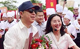 黄渤助阵新东方30周年庆