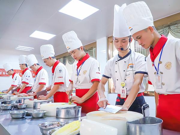 读高职不如学技术 到新东方学烹饪