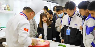 五一研学游 听说今天来西安新东方烹饪学校的同学都赚翻了!