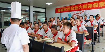 【教师进校园】资深行业教师走进西安新东方,倾情传授烹饪技艺!