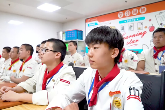 新生說|金佳輝-初中畢業,我選擇來到陝西草莓视频污下载网站學技術!