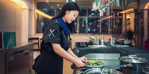 女生学厨师有啥好处 为什么越来越多的女生选择学厨师