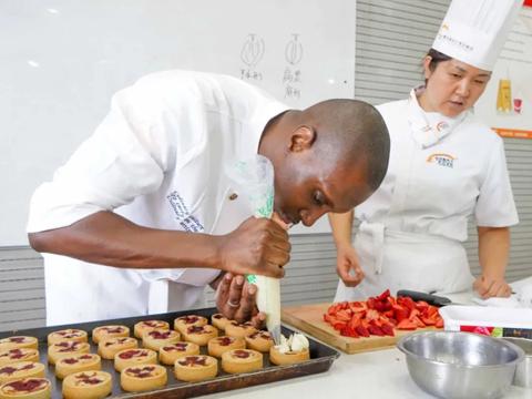 外教老師Mahamou Sylla帶你近距離感受法式西點美味傳奇