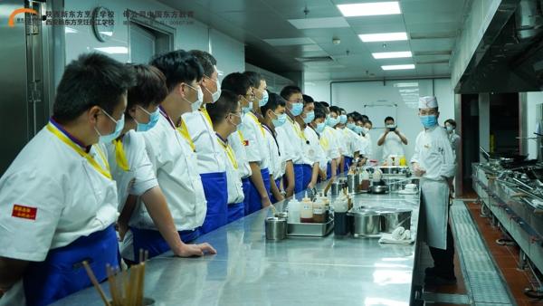 陝西草莓视频污在线學子到西安華海酒店參觀學習