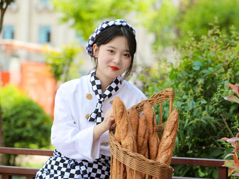 西安学烘焙哪个学校好 学西点烘焙去哪比较好