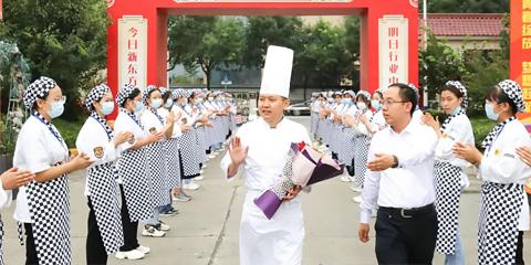 好利来区域技术主任来到陕西新东方倾情传授烘焙技能,共话西点美味人生!