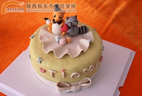 学生作品——大尾巴松鼠翻糖蛋糕