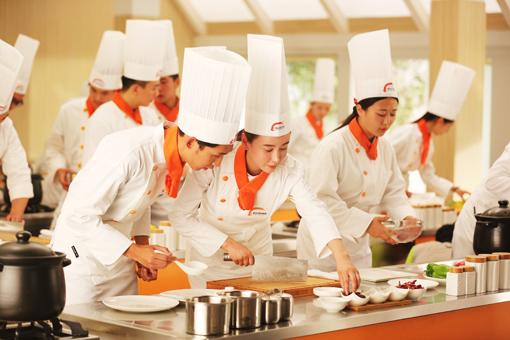 想学厨师必须去学校学么_厨师短期培训班哪里有_陕西新东方学厨师