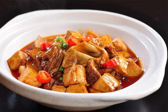 陕西新东方烹饪学校――家常菜肥肠烧豆腐