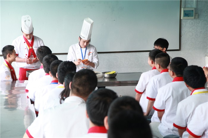 学烹饪哪个年龄段比较合适_陕西新东方烹饪学校怎么样