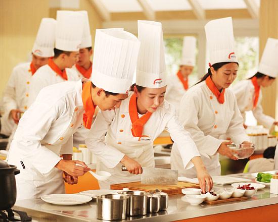 2019年学厨师,该如何选择职业厨师培训学校?