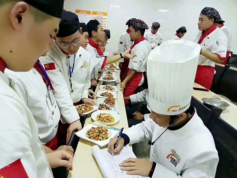 中高考失利怎么办_初高中生学什么专业好_厨师高薪就业