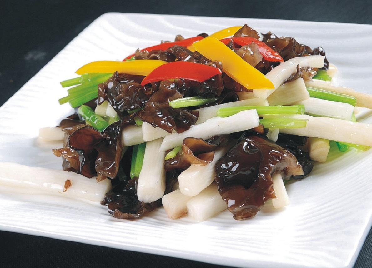 【新东方烹饪课堂】木耳炒山药的做法