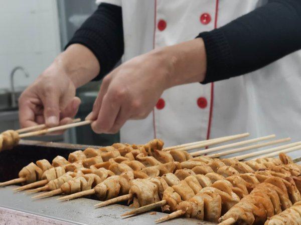 西安学砂锅米线 特色小吃培训 陕西新东方美食品鉴会